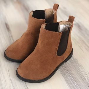 Unisex toddler boots.